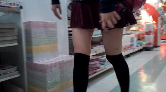 【脚フェチ】細身のスレンダー脚からムッチムチのデブ脚までまとめたったwwwwww(100枚)・4枚目