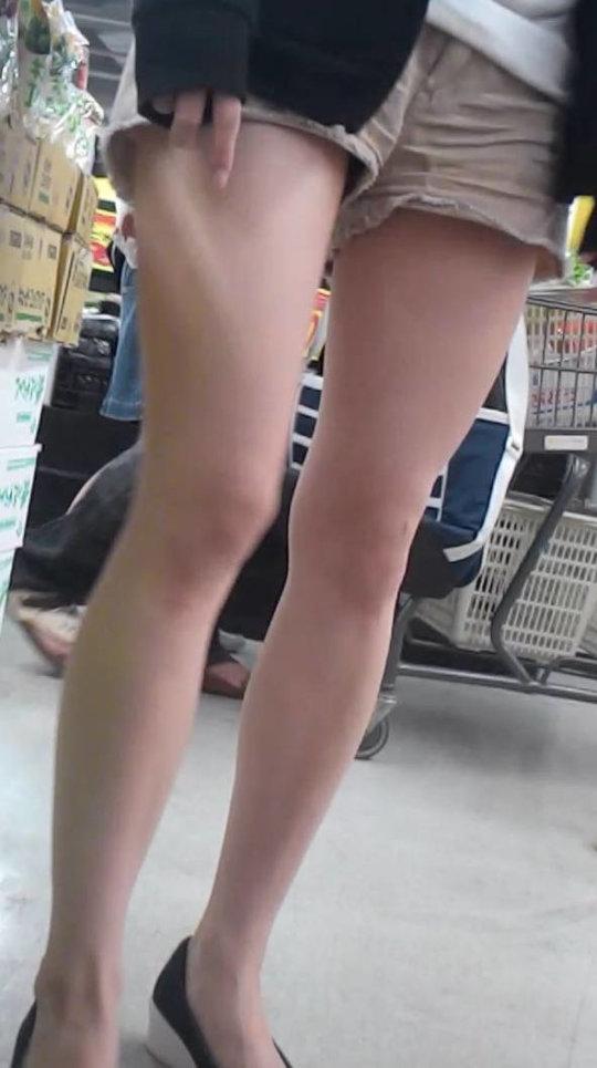 【脚フェチ】細身のスレンダー脚からムッチムチのデブ脚までまとめたったwwwwww(100枚)・17枚目