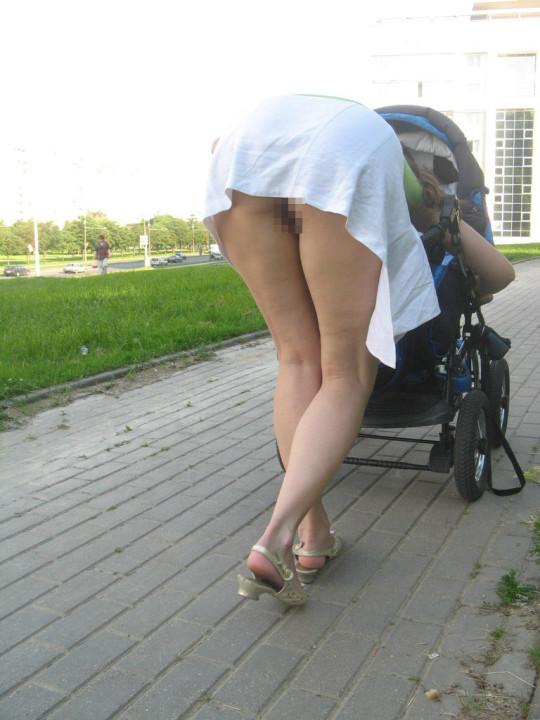 【※衝撃※】ワイ将、「ノーパンスカート女性が世間には結構いる」 という事実に涙。息子が。(画像30枚)・1枚目