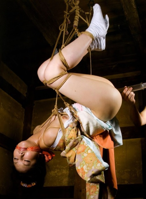 【※チンピク注意※】全裸で宙に浮いてる女性が激写されるwwwwwwwwwwwwwwwwwwwwww(画像あり)・16枚目