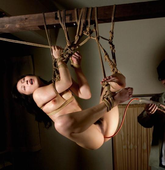 【※チンピク注意※】全裸で宙に浮いてる女性が激写されるwwwwwwwwwwwwwwwwwwwwww(画像あり)・17枚目