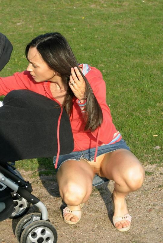 【※衝撃※】ワイ将、「ノーパンスカート女性が世間には結構いる」 という事実に涙。息子が。(画像30枚)・27枚目