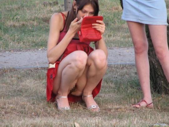 【※衝撃※】ワイ将、「ノーパンスカート女性が世間には結構いる」 という事実に涙。息子が。(画像30枚)・6枚目