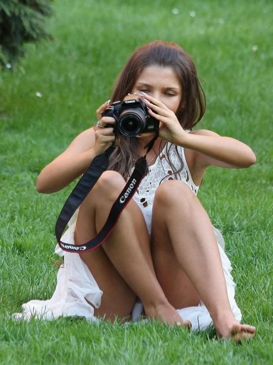【※神業※】撮影者のパンチラを撮影するヤツwwwwwwwwwwwwwwwwwwwwwwwwwwwwww(画像あり)・26枚目