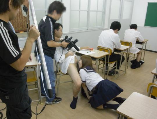 【※ボッキ注意※】「AV撮影現場」を遠巻きにコッソリ撮るの楽しすぎクソワロタwwwwwwwwwwwwww(画像あり)・11枚目