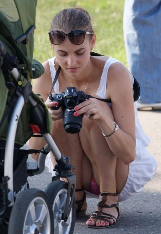 【※神業※】撮影者のパンチラを撮影するヤツwwwwwwwwwwwwwwwwwwwwwwwwwwwwww(画像あり)・17枚目