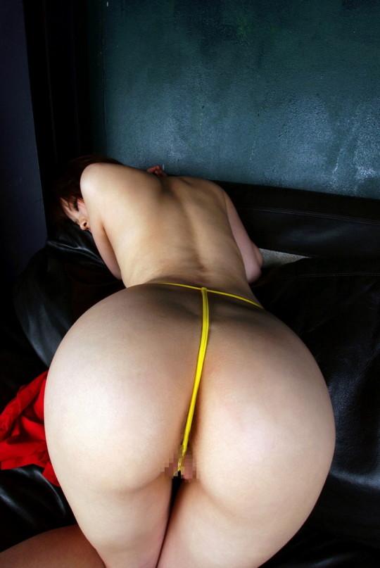 【※女性器注意※】「食い込み × モリマン × Tバック」を下から見た風景wwwwwwwwwwwwwwwwwwww(画像あり)・18枚目