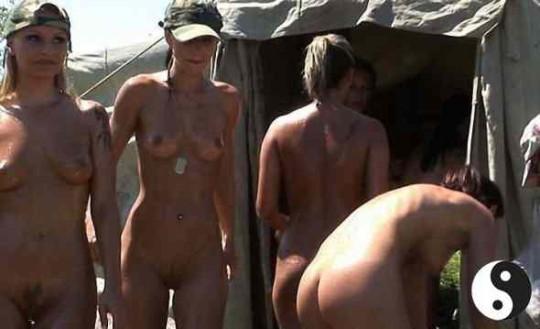 【※本物限定※】リアル女兵士のおふざけ悪ノリ画像がエロ杉て勃起不可避wwwwwwwwwwwwwww(画像28枚)・18枚目