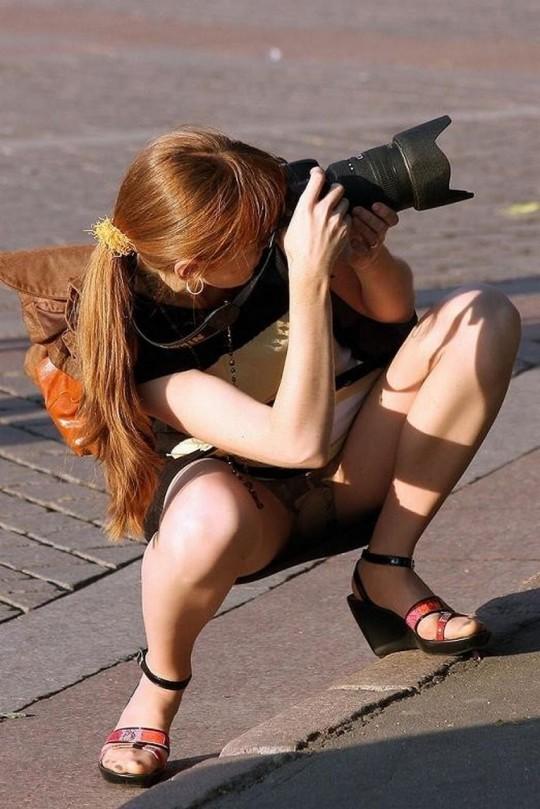 【※神業※】撮影者のパンチラを撮影するヤツwwwwwwwwwwwwwwwwwwwwwwwwwwwwww(画像あり)・18枚目