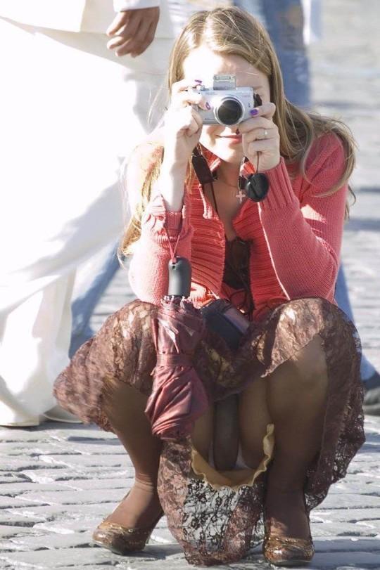 【※神業※】撮影者のパンチラを撮影するヤツwwwwwwwwwwwwwwwwwwwwwwwwwwwwww(画像あり)・24枚目