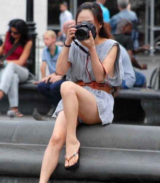 【※神業※】撮影者のパンチラを撮影するヤツwwwwwwwwwwwwwwwwwwwwwwwwwwwwww(画像あり)・7枚目