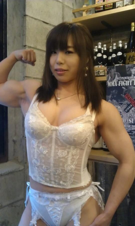 【※筋肉万個※】中井りんとかいう総合格闘家のマッスルボディがヤバ杉wwwwwwwwwwwwwwwww(画像あり)・4枚目