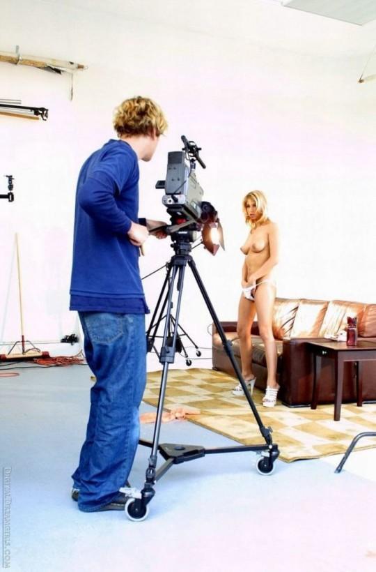 【背に腹は・・】魂を売ったカメラマンのツイート「ヌードモデル撮影ナウ」がコチラwwwwwwwwwwww(画像あり)・13枚目