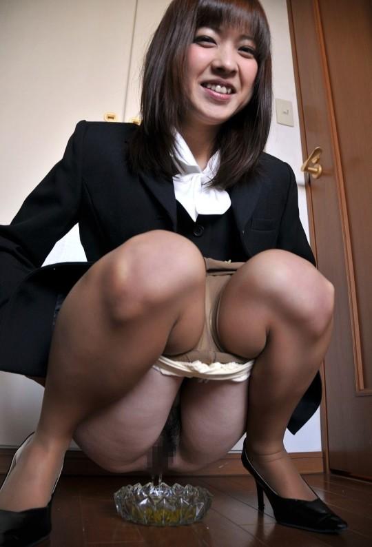 【※幻滅注意※】働 く お 姉 さ ん の「放 尿 な う」3 0 選(画像あり)・19枚目