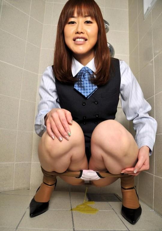 【※幻滅注意※】働 く お 姉 さ ん の「放 尿 な う」3 0 選(画像あり)・26枚目