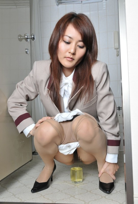 【※幻滅注意※】働 く お 姉 さ ん の「放 尿 な う」3 0 選(画像あり)・11枚目