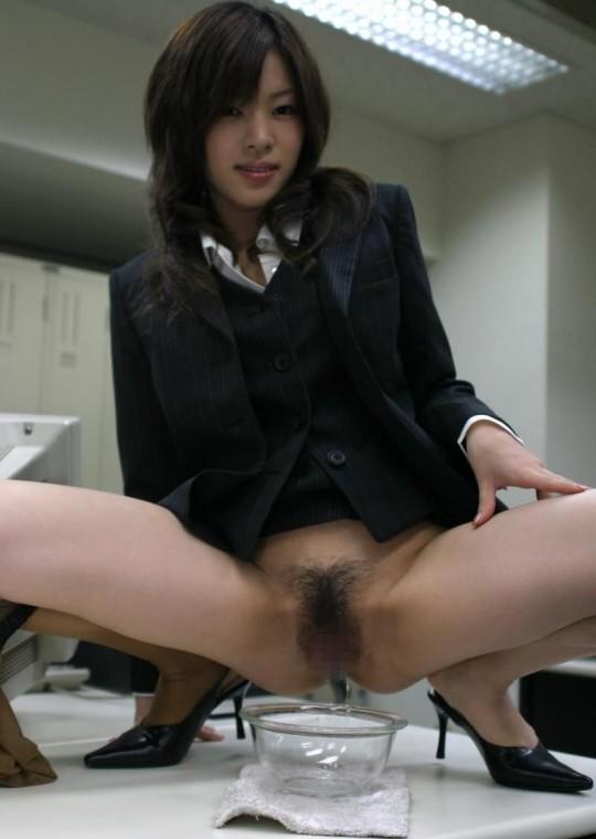 【※幻滅注意※】働 く お 姉 さ ん の「放 尿 な う」3 0 選(画像あり)・6枚目