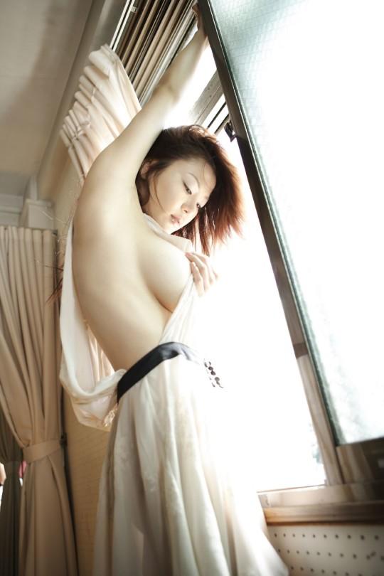 【fantastic!!!!】外人が日本のグラビアを見て一番感動するおっぱいショットがコチラwwwwwwwwwwww(画像29枚)・11枚目