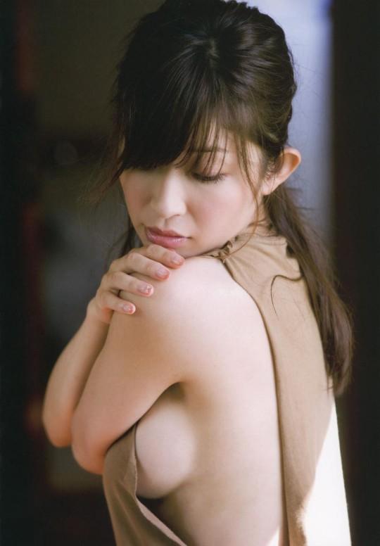 【fantastic!!!!】外人が日本のグラビアを見て一番感動するおっぱいショットがコチラwwwwwwwwwwww(画像29枚)・21枚目