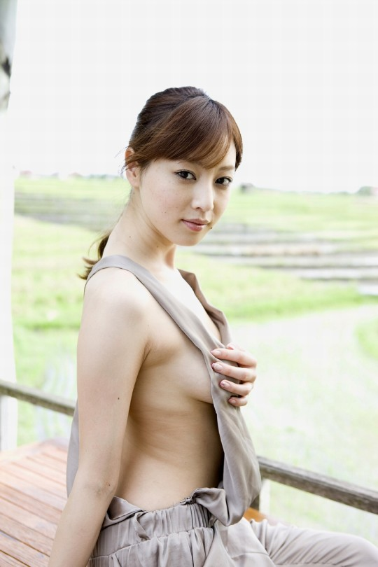 【fantastic!!!!】外人が日本のグラビアを見て一番感動するおっぱいショットがコチラwwwwwwwwwwww(画像29枚)・29枚目