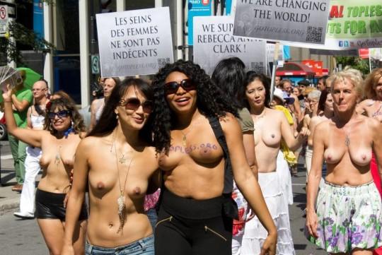 【ボッキ注意】アメリカ人女性の 「何かに憤ると脱いで抗議する」 という習性ステキ杉。(画像29枚)・9枚目