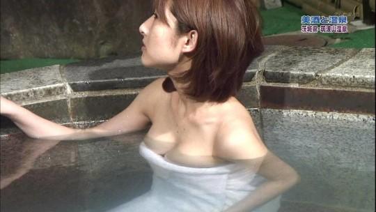 【-悲惨ー】温泉ロケでマン毛モロ見えになってるレポーターwwwwwwwwwwwwwwwwwwwww(※キャプあり※)・21枚目