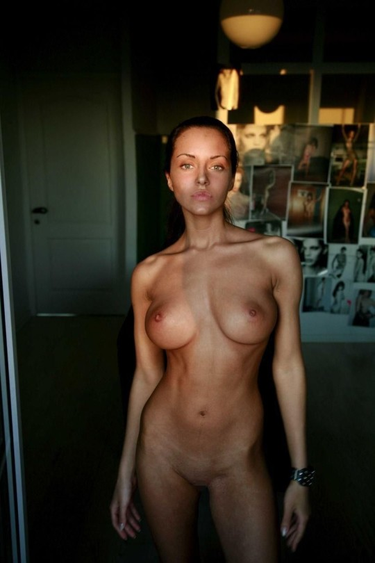 【画像あり】1週間前までJKだった白人女子18歳の裸体wwwwwwwwwwwwwwwwwwwwwwwwwwwwwww・2枚目
