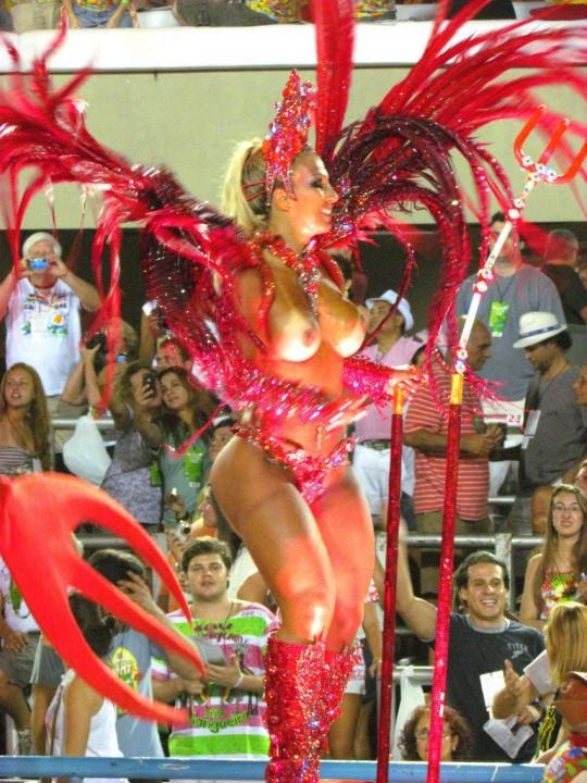 【-超絶悲報ー】リオカーニバルのブラジリアン凶暴おっぱい(美女)が全くヌケない。(画像あり)・19枚目