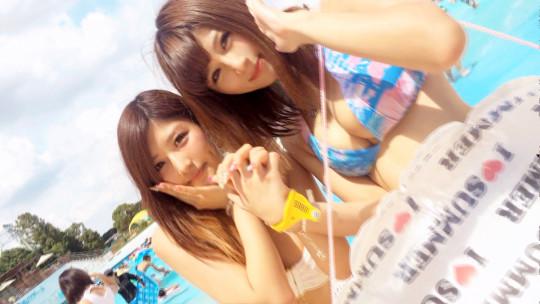 【※ハメ撮り注意】ダメ元でプールで美人二人組に勇気を出して凸した結果wwwwwwwwwwwwwwwwwwww(画像あり)・2枚目