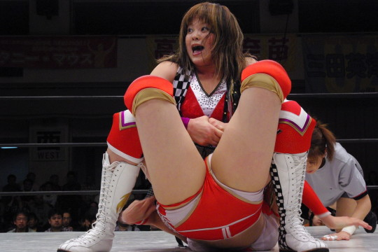 【-笑激画像-】女子プロレス界の「安心してください、穿いてますよ」が草不可避wwwwwwwwwwwwwww(画像あり)・16枚目