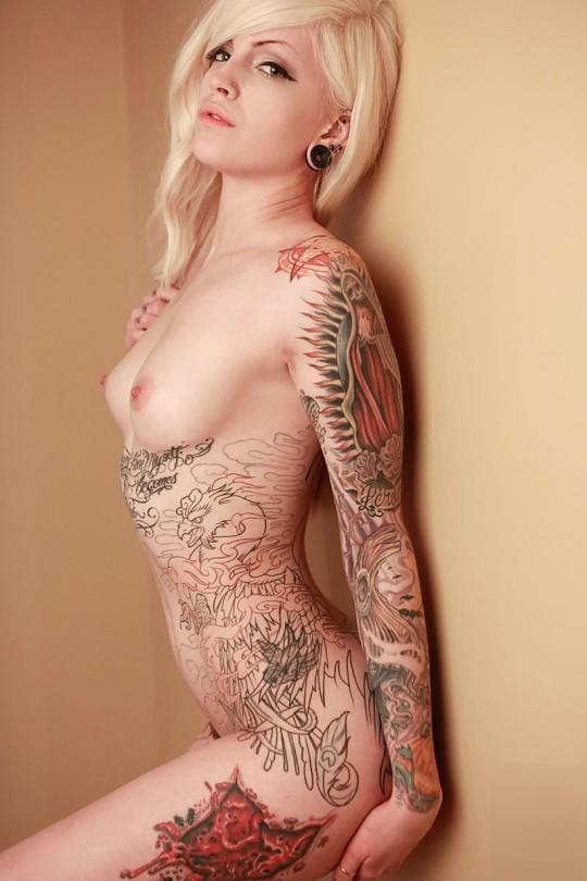 【-後悔先に立たず-】全身タトゥーの白人女性、もったいな杉(※画像30枚※)・2枚目