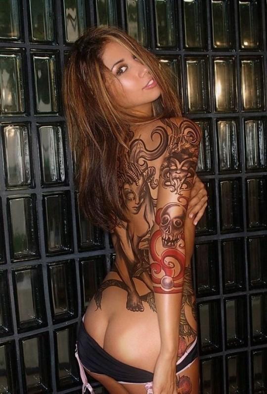 【-後悔先に立たず-】全身タトゥーの白人女性、もったいな杉(※画像30枚※)・4枚目