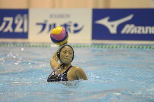 【衝撃】水球界の巨乳ちゃん、試合で水着が脱げて右乳飛び出すwwww・5枚目