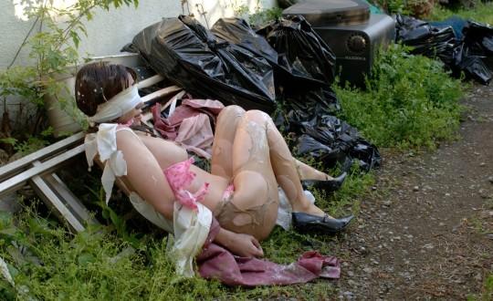 【閲覧注意】日本の女性がレイプされ放置された事後画像が悲しくなりね・・・(画像あり)・1枚目