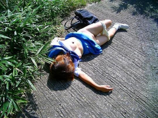 【閲覧注意】日本の女性がレイプされ放置された事後画像が悲しくなりね・・・(画像あり)・8枚目