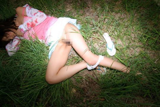 【閲覧注意】日本の女性がレイプされ放置された事後画像が悲しくなりね・・・(画像あり)・10枚目