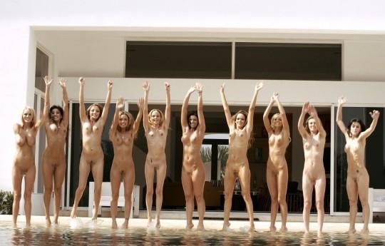 【※異文化】陽気な米国人女性が集合写真を撮る際の『正装』がコチラwwwwwwwwwwwwwwwwwwwwww(画像22枚)・10枚目