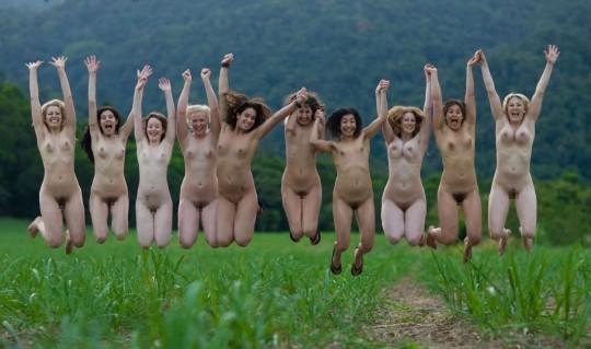 【※異文化】陽気な米国人女性が集合写真を撮る際の『正装』がコチラwwwwwwwwwwwwwwwwwwwwww(画像22枚)・15枚目