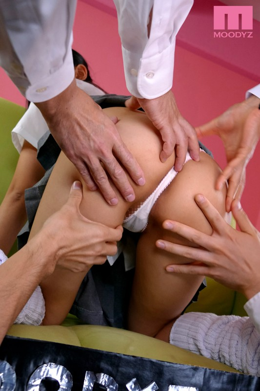 【※炉利紺ドリーム】JKが制服スカートを着用したままバックで膣内に射精されて呆然 ←今ココ って画像がもはや神々しい(画像あり)・14枚目