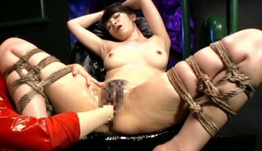 【※閲覧注意】ヤリマン女の性器をフルスイングでグーパンした結果・・・(※画像あり※)・18枚目
