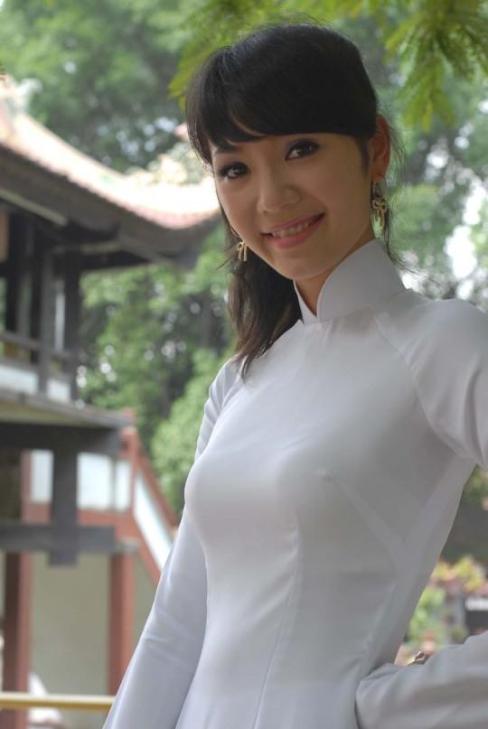 【※越南大好】アオザイ美女画像のてっぺんを決める暇つぶしマニアックスレ。(※画像29枚※)・8枚目