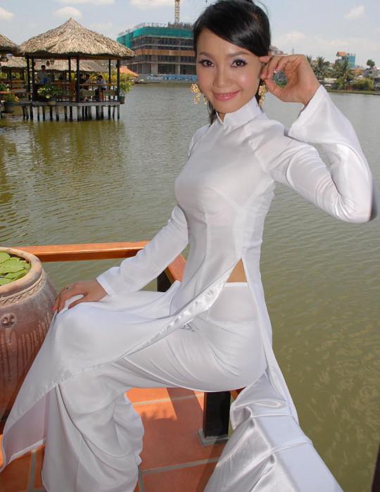【※越南大好】アオザイ美女画像のてっぺんを決める暇つぶしマニアックスレ。(※画像29枚※)・11枚目