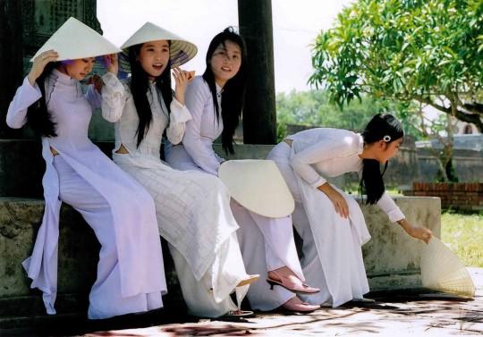 【※越南大好】アオザイ美女画像のてっぺんを決める暇つぶしマニアックスレ。(※画像29枚※)・26枚目
