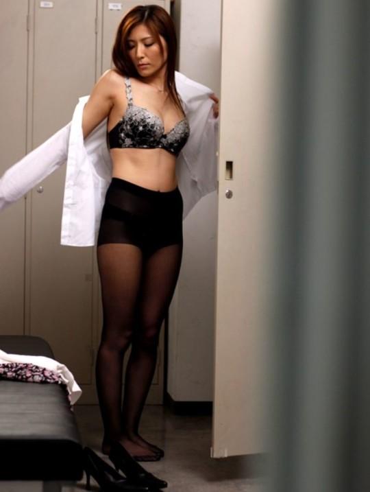 【※不毛】DTが集まって、女子更衣室ロッカー内を画像付きで想像する超不毛スレ。(※画像あり※)・19枚目