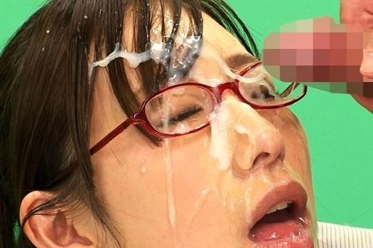 【※眼鏡あるある】秀才女子の性行為中の「よくある惨事」がコチラ。(※画像あり※)・16枚目