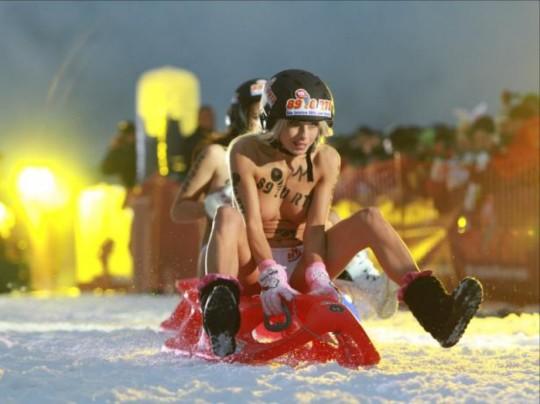 【※基地外】ドイツの『裸ソリ選手権』とかいう大露出狂イベントwwwwwwwwwwwwwwwwwwwwwww(画像あり)・5枚目
