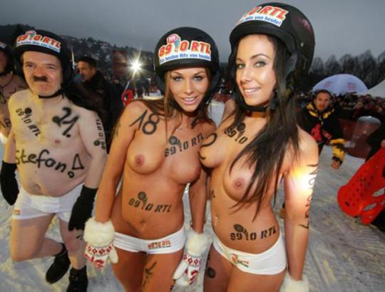 【※基地外】ドイツの『裸ソリ選手権』とかいう大露出狂イベントwwwwwwwwwwwwwwwwwwwwwww(画像あり)・12枚目