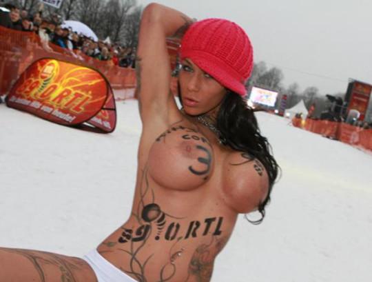 【※基地外】ドイツの『裸ソリ選手権』とかいう大露出狂イベントwwwwwwwwwwwwwwwwwwwwwww(画像あり)・16枚目