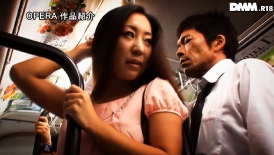 【※犯罪注意】電車内痴漢 →凄腕の痴漢は触ったあと浣腸して逃げるという都市伝説wwwwwwwwwww(画像あり)・13枚目