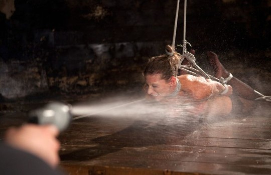 【※基地外】SMで水責めするヤツwwwwwwこれはアカンwwwwwwwwwwwwwwwwwwwwwwwww(画像あり)・19枚目
